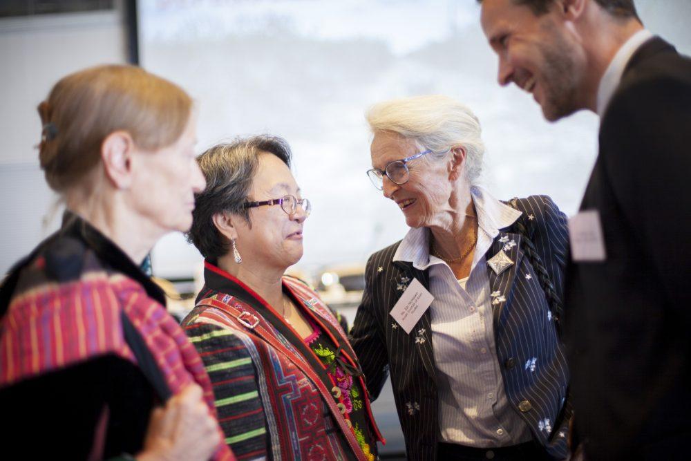 4 deltagere tager sammen ved konference for IWGIAs 50års jubilæum