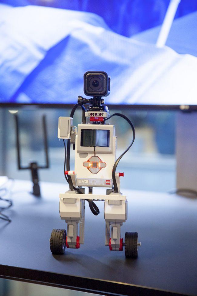 Minirobot med GoPro, styret gennem 5G netværk