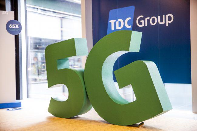 grønne 5G figurer med TDC Group logo bagved